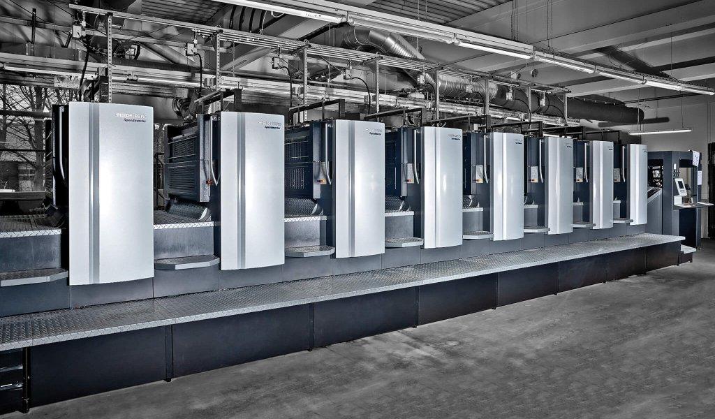 Unsere 8-Farben Druckmaschine. Dräger+Wullenwever Druckerei in Lübeck